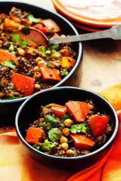 These 7 dishes all have less than 300 calories ELLE - Suppen - Pureed Food Recipes, Veggie Recipes, Vegetarian Recipes, Dinner Recipes, Healthy Recipes, Pesco Vegetarian, Clean Eating, Healthy Eating, Vegetable Curry