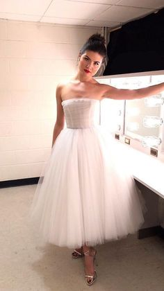 it looks like a prom dress ok? and i had to put my queen in somehow. Hamilton Broadway, Hamilton Musical, Philippa Soo, Pretty People, Beautiful People, And Peggy, Prom Dresses, Wedding Dresses, Queen