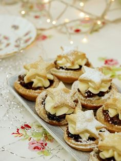 There's nothing that screams Christmas, quite like the smell of mince pies freshly out of the oven. These super-fast mince pies feel a little like Christmas Cupcakes, Christmas Desserts, Christmas Treats, Christmas Recipes, Christmas Mince Pies, Christmas Buffet Table, Christmas Nibbles, Christmas Lunch, Christmas 2016