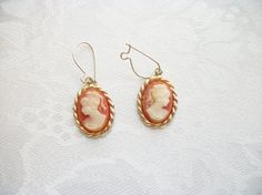 SOLD - Vintage Petite Peach Cream Resin Goldtone by PhylmasFabulousFinds - SOLD