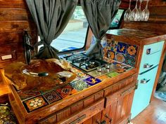 This photo is an unquestionably inspirational and first-rate idea Bus Camper, Camper Life, Camper Trailers, Hippie Camper, Bus Life, Campervan Interior, Rv Interior, Custom Van Interior, Campervan Ideas