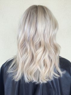 Beautiful icy blonde hair by @alexaa3