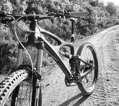 Petit tour qui fait du bien. #ibishdr #bos_suspension #renthal #hope #michelin #troyleedesigns #vtt #mtb #bikelife #bike #pyrennesorientales #loisirs #sportifs #enduromtb #allmountain #maureillas ( # @jpbike66 ) by ibiscycles