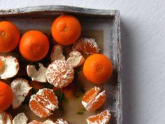 This is SO realistic, i thought that it was real oranges especially with the whitish touch to the peeled oranges.