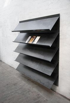 Wall-based magazine display / Peter Schmitz (via 0932 Design Consultants) Shelf Design, Display Design, Store Design, Rack Design, Design Design, Design Trends, Brochure Display, Brochure Holders, Magazine Display