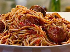 Get Turkey Meatballs with Quick And Spicy Tomato Sauce and Whole-Wheat Spaghetti Recipe from Food Network Food Network Recipes, Food Processor Recipes, Cooking Recipes, Healthy Recipes, Italian Gravy, Tunisian Food, Spaghetti And Meatballs, Spaghetti Sauce, Making Spaghetti