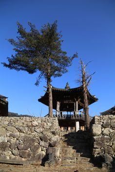 전통한옥의 취옹예술관과 약선요리  Traditional Korean style  Chiong art gallerie & medical food   육각정과 소나무 가평의 축령산에 위치한 전통한옥의 취옹.... 한국전통의 한옥건물과 돌, 흙, 나무가 어우러진 곳....  취옹예술관 http://www.chi-ong.co.kr/ http://blog.daum.net/chi-ong  우리들한의원 홈피 Wooreedul Korean Medicine Clinic English HP http://www.iwooridul.com/english 日本語HP http://www.iwooridul.com/japan 中國語 HP http://www.iwooridul.com/chinese 무료앱 free app http://www.iwooridul.com/app-update