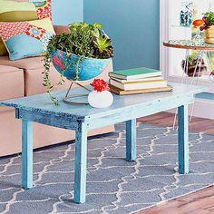 Mesa com pátina lavada Paint Furniture, Furniture Makeover, Furniture Ideas, Distressed Wood Furniture, Paint Upholstery, Oversized Furniture, Metal Side Table, Paint Stripes, Blue Cushions