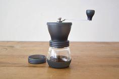 かっけぇ > HARIO/ハリオ/セラミックコーヒーミル・スケルトン/コーヒー粉100g用 - 北欧雑貨と北欧食器の通販サイト| 北欧、暮らしの道具店