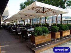Outdoor Restaurant Patio, Terrace Restaurant, Outdoor Cafe, Outdoor Seating, Café Exterior, Design Exterior, Coffee Shop Design, Cafe Design, Restaurant Exterior Design