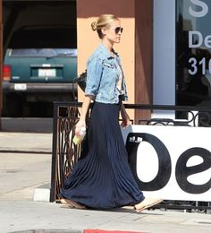jean jacket and pleated maxi skirt. Best Picture For tulle Maxi Skirt Pleated Skirt Outfit, Dress Skirt, Navy Skirt, Pleated Maxi Skirts, Long Skirts, Long Black Skirt Outfit, Black Skirts, Jean Skirts, Knit Skirt