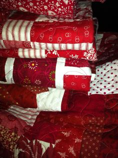 Red and white quilts. I just like this picture and think I could handle this type of quilting as well.