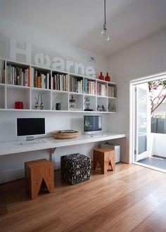 aménagement bureau avec tabouret/étagères murales