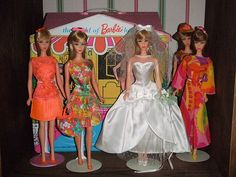 Love the bright prints. Barbie Paper Dolls, Play Barbie, Barbie I, Barbie World, Barbie Dress, Barbie And Ken, Vintage Barbie Clothes, Vintage Dolls, Doll Clothes