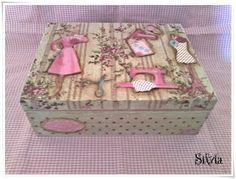 tutorialesmanualidades: costurero tilda Decoupage Vintage, Decoupage Box, Cigar Box Crafts, Decoupage Furniture, Altered Boxes, Painted Boxes, Vintage Box, Sewing Box, Box Frames