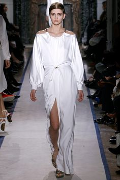 Shoulder cut and a slit on the front resembled by the Roman goddess dress.The small detail on the waistline stood out from the white silk fabric. Emerging designer Saint Laurent. #FW2011 #PFW