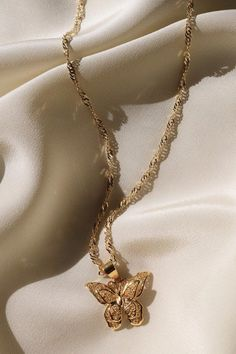 Bezel Setting Diamond Solitaire Necklace in White Gold / Dangling Diamond Necklace / Dainty Diamond Necklace / Birthday Gift - Fine Jewelry Ideas Cute Jewelry, Pearl Jewelry, Jewelry Gifts, Silver Jewelry, Jewelry Necklaces, Gold Necklace, Gold Bracelets, Diamond Earrings, Jewlery