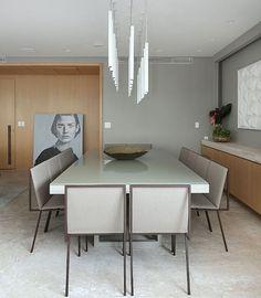 """467 curtidas, 3 comentários - Fabi Vilela (@fabiarquiteta) no Instagram: """"Sala de jantar l Destaque para a leveza do design das cadeiras e pendentes, e para o obra de arte…"""""""