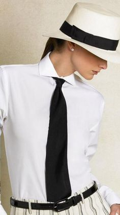 Ralph Lauren: white shirt and black tie. Tomboy Fashion, Look Fashion, Womens Fashion, Tomboy Chic, Estilo Glamour, Parisienne Chic, Ralph Lauren Style, Love Hat, Black White Fashion