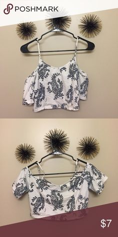 Top Cutout shoulder crop top with a cute paisley design 💕 Charlotte Russe Tops Crop Tops