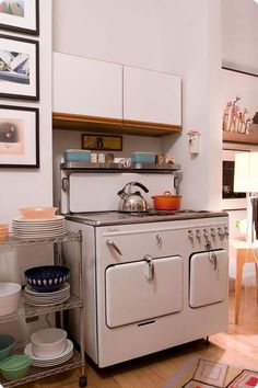 In the warm seasons, this stove is both energy efficient and time saving. It cooks using residual heat so you can live your life and come home to a hot meal! Antique Kitchen Stoves, Antique Stove, Old Kitchen, Vintage Kitchen, Kitchen Ideas, Cooking Measurement Conversions, Old Stove, Vintage Stoves, Cooking Stove