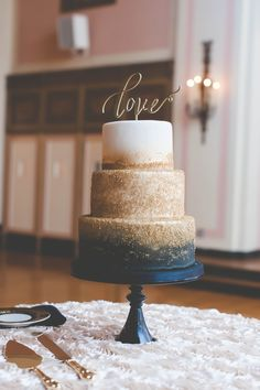 A black ombre and gold glittered cake is Halloween wedding goals! The non-traditional take on a three-tiered cake is the perfect touch to your fall wedding. Navy Blue Wedding Cakes, Metallic Wedding Cakes, Wedding Cakes With Gold, Purple Wedding, Navy Blue And Gold Wedding, Copper Wedding, Wedding White, Dessert Design, Cake Toppers