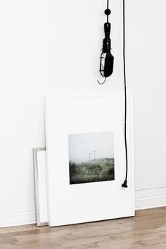 Art photo print framing idea: large white mat and white frame. Interior Styling, Interior Decorating, Les Accents, Biarritz, Wall Collage, Wall Art, Beautiful Interiors, Scandinavian Design, Decoration