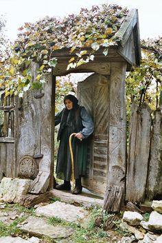 Anciana en Inucu, Cluj, Transilvania, Rumania