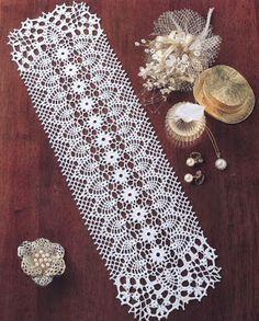 Crochet rectangle doiley using pineapple motif. Crochet Dollies, Crochet Doily Patterns, Crochet Chart, Thread Crochet, Filet Crochet, Crochet Motif, Crochet Designs, Knitting Patterns, Knit Crochet