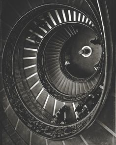 Spiral  #iphoneography #shotoniphone #blackandwhite #monochrome #travelphotography #exploretocreate #onset #ontheroad #igerscz #iglife #iglifecz #rome #italy