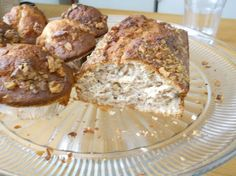 This muffin recipe I have adapted from many recipes put together until I got the perfect banana muffin! Love these they are great, super moist and yummy! Muffin Recipes, Breakfast Recipes, Dessert Recipes, Yummy Treats, Delicious Desserts, Yummy Food, Tasty, Moist Banana Muffins, Banana Bread