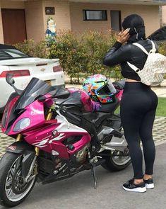 Aaaaaawww look at the Lil 250 her no want go too fast so cute Ford Mustang Shelby Gt500, Lady Biker, Biker Girl, Chevrolet Corvette, Chicks On Bikes, Motorbike Girl, Hot Bikes, Biker Chick, Street Bikes