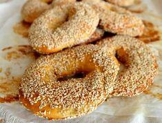Les bagels de Montréal sont reconnus à travers le monde comme étant les meilleurs bagels au monde! Voici la recette pour vous en faire à la maison! Montreal Bagels Recipe, Joe Recipe, Brunch, Food N, Bread Baking, Quebec, Street Food, Food Hacks, Bread Recipes