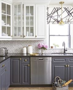 Gorgeous farmhouse kitchen cabinets makeover ideas Kitchen cabinets Home decor ideas Kitchen remodel Dream kitchen Kitchen design Home building ideas Two Tone Kitchen Cabinets, Kitchen Remodel, Kitchen Decor, Contemporary Kitchen, New Kitchen, Home Kitchens, Kitchen Renovation, Kitchen Cabinets Makeover, Kitchen Design