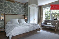 Farrow & Ball wallpaper in bedroom. Bedroom dynamic accent walls-01