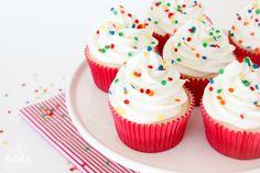 Basic {yet delicious} White Cupcakes White Cupcakes, Vanilla Cupcakes, Mini Cupcakes, Baking Party, Baking Cups, Cupcake Party, Cupcake Cakes, Decadent Cakes, Beautiful Cupcakes