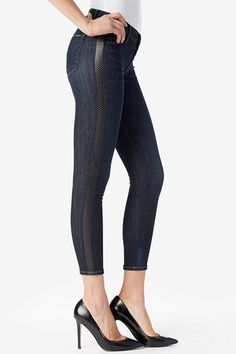 All eyes on HUDSON's Ava, our newest Super Skinny jean featuring super-stretch denim in a great, vintage like wash combined with a perforated leather stripe along the side seams. This jean captures our love of mixed media textures and an athletic feel in an elevated way