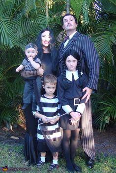 The Addams Family Costume - Halloween Costume Contest via Addams Family Halloween Costumes, The Addams Family Halloween, Die Addams Family, Halloween Costumes 2014, Carnival Costumes, Halloween Cosplay, Diy Costumes, Halloween Fun, Costume Ideas