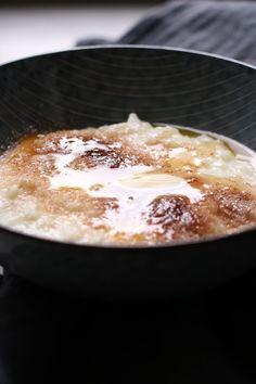 lækker opskrift på nem risengrød Yummy Eats, Pudding, Desserts, Food, Tailgate Desserts, Deserts, Custard Pudding, Essen, Puddings