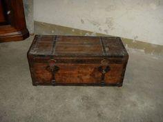 Piccolo Baule in legno rifinito in metallo Small wooden chest