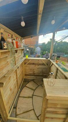 Diy Garden Bar, Outdoor Garden Bar, Outdoor Tiki Bar, Wooden Garden, Rustic Outdoor Bar, Outdoor Pallet Bar, Outdoor Decor, Bar Patio, Backyard Bar