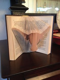 What a unique way to show your team spirit for the University of Texas. This is a Reader's Digest Condensed Book with a Texas Longhorn folded into the pages. Makes a great gift for the UT fan. The book measures about 7 x 5 Texas Longhorns Football, Ut Longhorns, Book Sculpture, Paper Sculptures, Eyes Of Texas, Longhorn Cattle, Hook Em Horns, Diy Crafts For Girls, Football Crafts