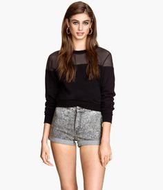 H&M Twill Shorts High Waist $17.95 DESCRIPTION Short shorts in stretch twill with a high waist, back pockets, and sewn cuffs at hems. DETAILS 61% cotton, 36% polyester, 3% spandex. Machine wash warm