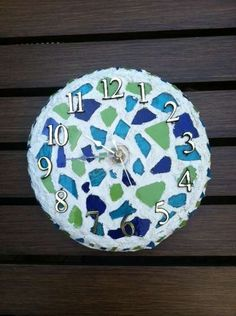 How to make your own Mosaic Clock. I want to do this!! Mosaic Diy, Mosaic Crafts, Mosaic Tiles, Unusual Clocks, Cool Clocks, Bottle Cap Art, Auction Projects, Cork Art, Quilling 3d