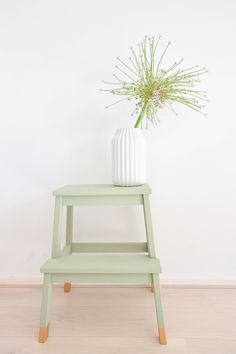 DIY Ikea Hack to transform the Bekvam step stool into a trendy plant stand. Ikea Hacks are so exciting. Because Ikea products are most of the time an excellent mix of modern and refined design which offer a lot … Smart Furniture, Retro Furniture, Ikea Furniture, Furniture Makeover, Furniture Ideas, Furniture Stores, Furniture Movers, Refurbished Furniture, Furniture Outlet