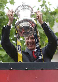 Arsene Wenger lifts the trophy