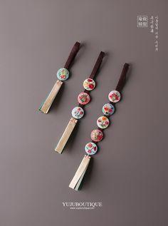 화전노리개1단/3단/5단 Embroidery Stitches, Embroidery Patterns, Hand Embroidery, Korean Traditional Dress, Traditional Outfits, Korean Crafts, Origami Ornaments, Korean Design, Craft Accessories