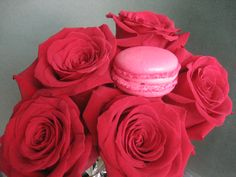 Robena is the bride who ordered us her wedding cake made of macarons with rose flavour. It's got a subtle note of star anise.