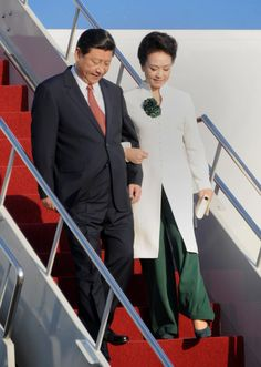 The First Lady of China Is the Power Dresser Who's Been Missing From Your Life