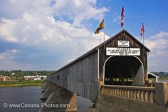 Hartland Covered Bridge in Saint John, New Brunswick that spans the Saint John River. Largest covered bridge in the world at 1282 ft. Cool Pictures, Cool Photos, New Brunswick Canada, Construction, Take Better Photos, Old Barns, Covered Bridges, Before Us, Places Ive Been